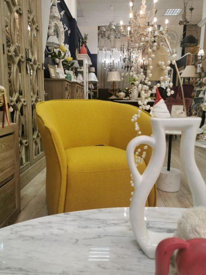 желтое кресло