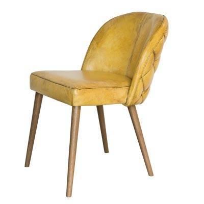яркий стул в жёлтой коже