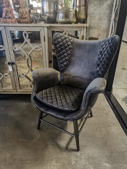 серое кресло модерн